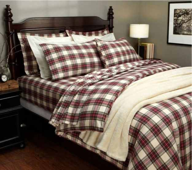 36-cozy-master-bedrooms-Plaid-Tartan-Bedding