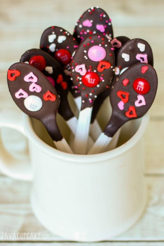 40-valentine-treats-chocolate-dipped-spoons