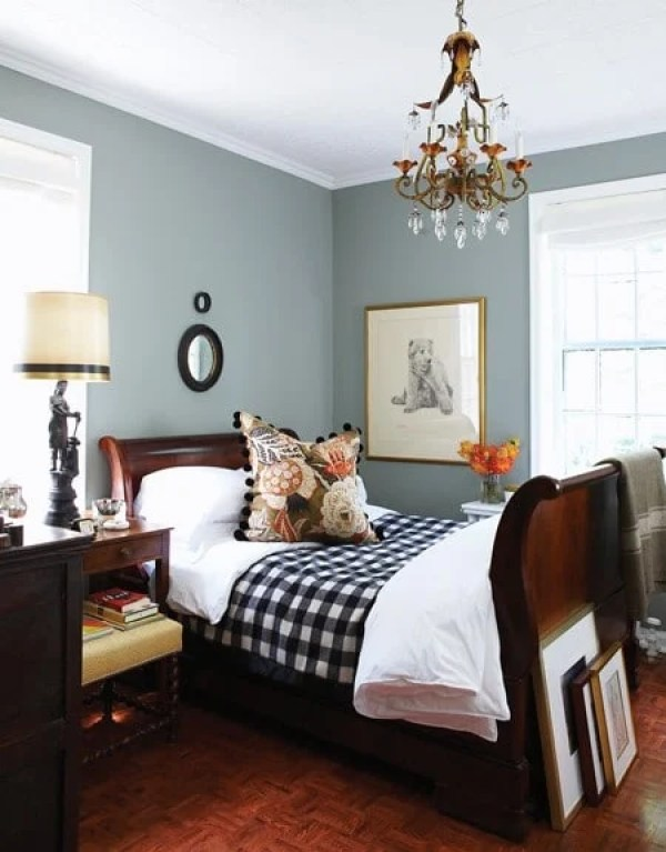 36-cozy-master-bedrooms-dark-wood-sleigh-bed