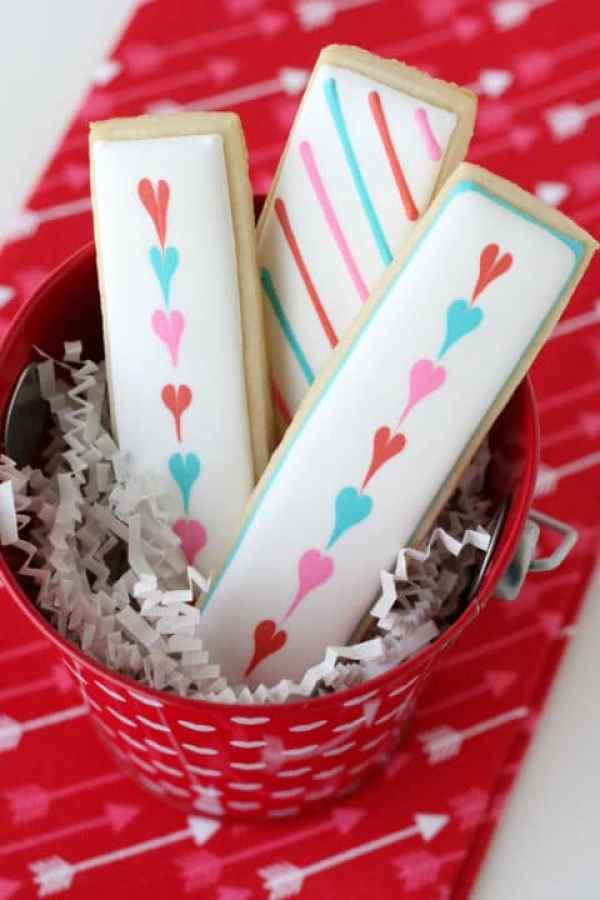 40-valentine-treats-heart-cookie-sticks