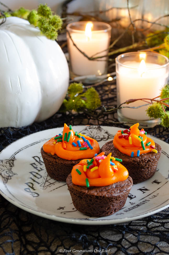 black and white apothecary dish + black and orange halloween cupcake table ideas