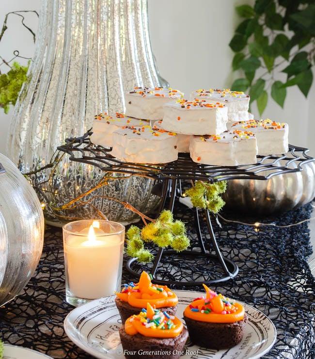 black spider halloween cake stand