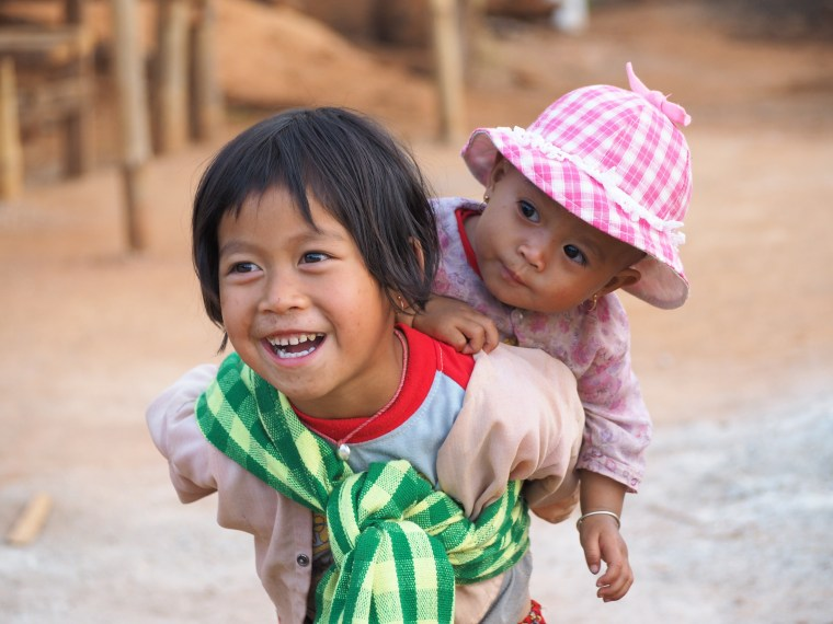 Pa-O girls, Myanmar