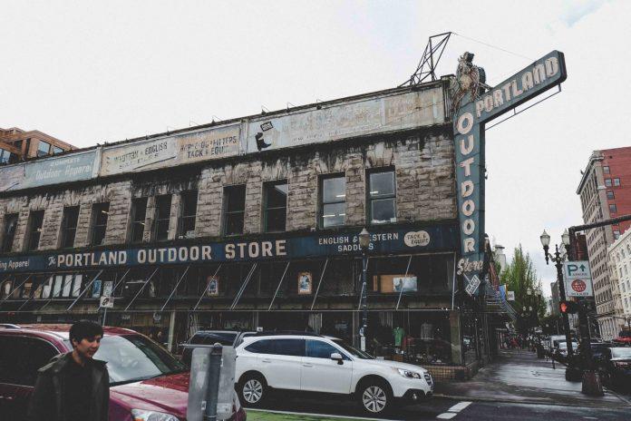 Photo by Leslie Holder on Unsplash | Portland event calendar
