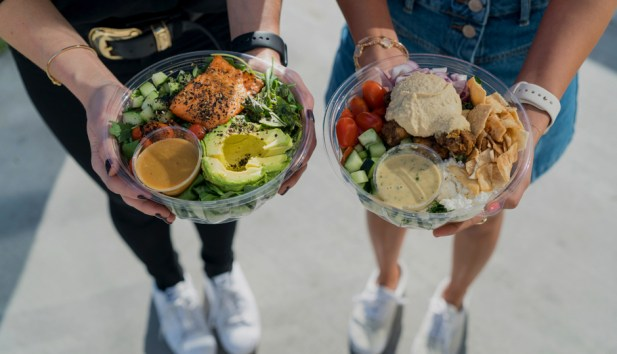 sweetgreen healthy salads trendy