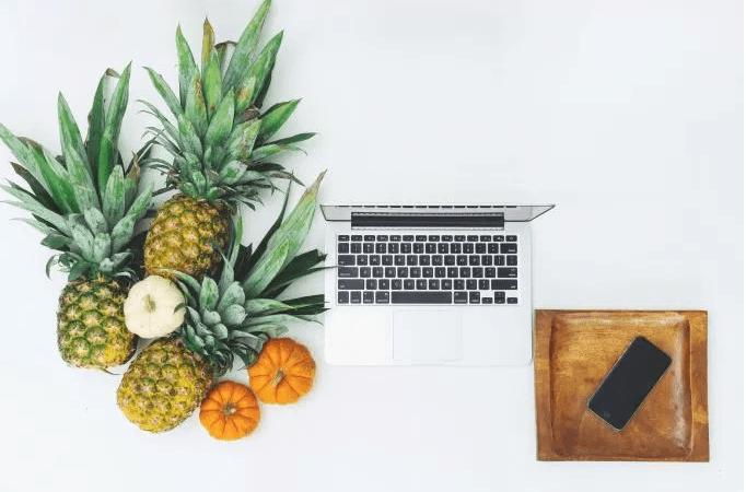 pineappleDeskPhone