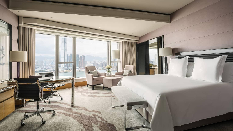 Luxury Hotel Suites | Grand Harbour-View Suite | Four Seasons Hong Kong