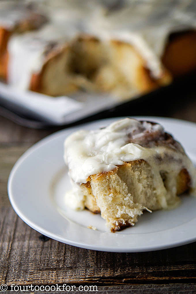 cinnamon rolls with lemony frosting