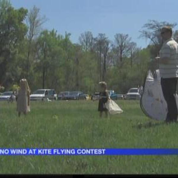 Wind is a no-show at LR kite contest_6619267862092334079