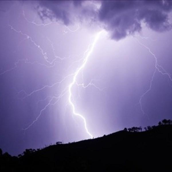 Lightning_-4456340204037322930