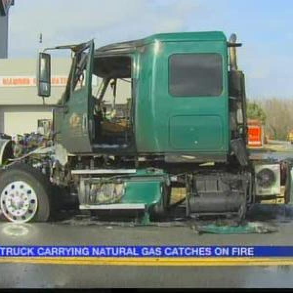 Truck carrying natural gas catches fire_-5588948403727873244