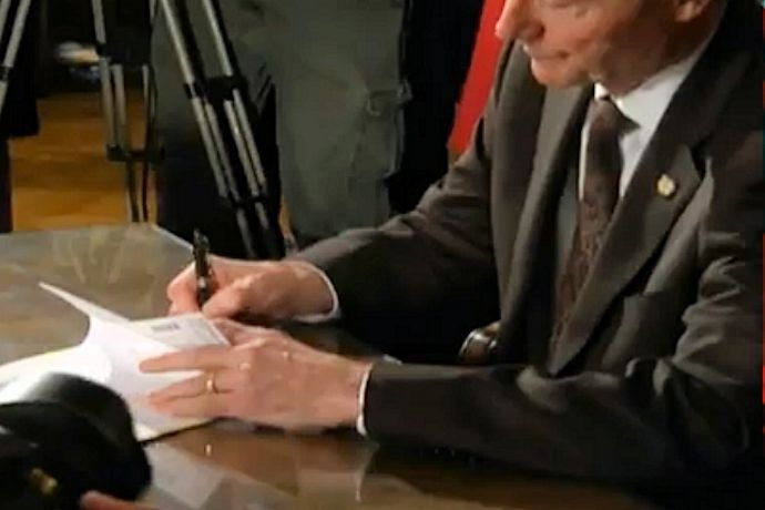 Gov. Asa Hutchinson Signs RFRA_7564904466700779916