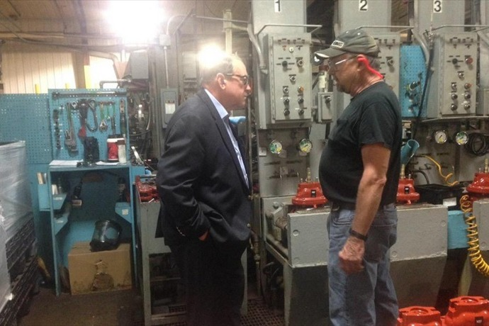 @_joshberry (Presidential hopeful Mike Huckabee touring Clow Valve in Oskaloosa, IA. One of first campaign stops)_2975712204449334995