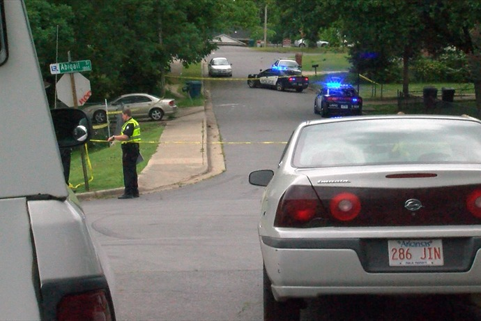 Little Rock police investigate afternoon shooting that left one person injured._-8264398344745367449