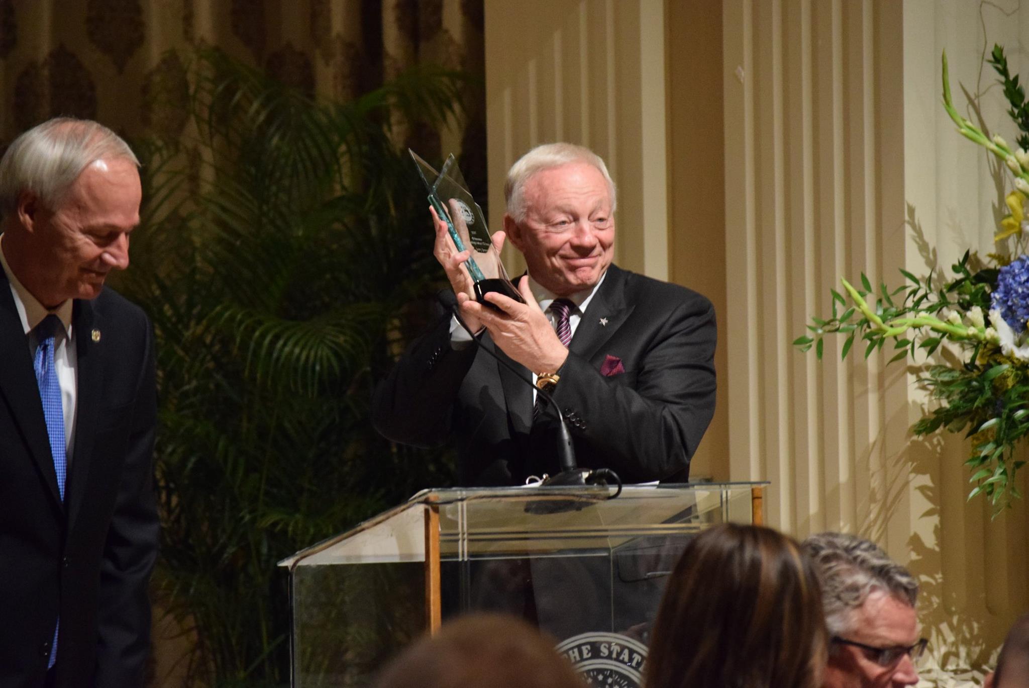 Jerry Jones with CSA Award_1501264028998.jpg