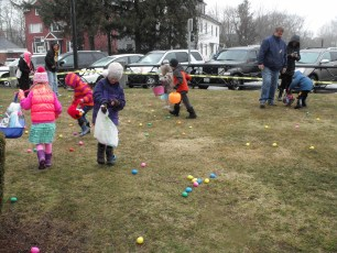 2015-easter-egg-hunt-103