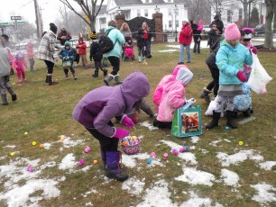 2015-easter-egg-hunt-152