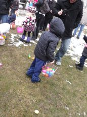 2015-easter-egg-hunt-155