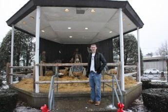 2012-nativity-setup-107