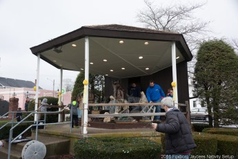 2016-nativity-setup-0005