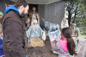 2016-nativity-setup-0014