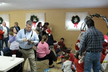 2008-kids-christmas-party-95