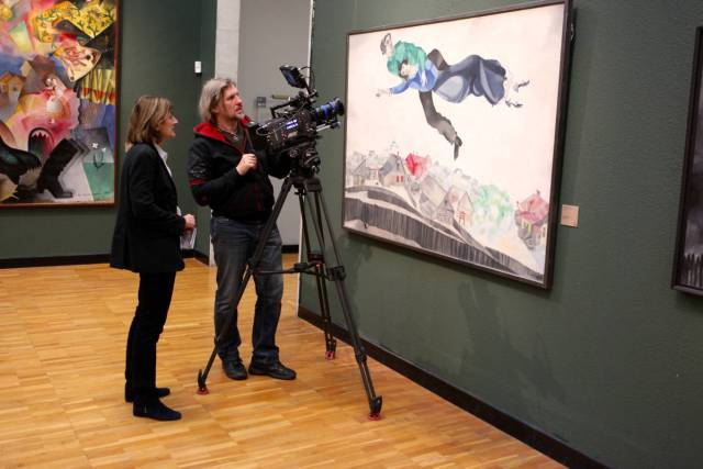 Margy Kinmonth & Gennady Nemikh filming Chagall at the Tretyakov Gallery © www.foxtrotfilm