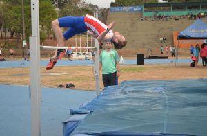 Diego Schmidt (salto alto - 15 años)