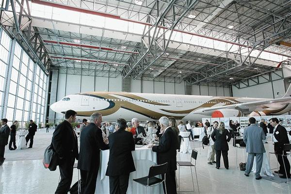 Hangar a Basilea riscaldato con impianto a nostri radianti girad Fraccaro