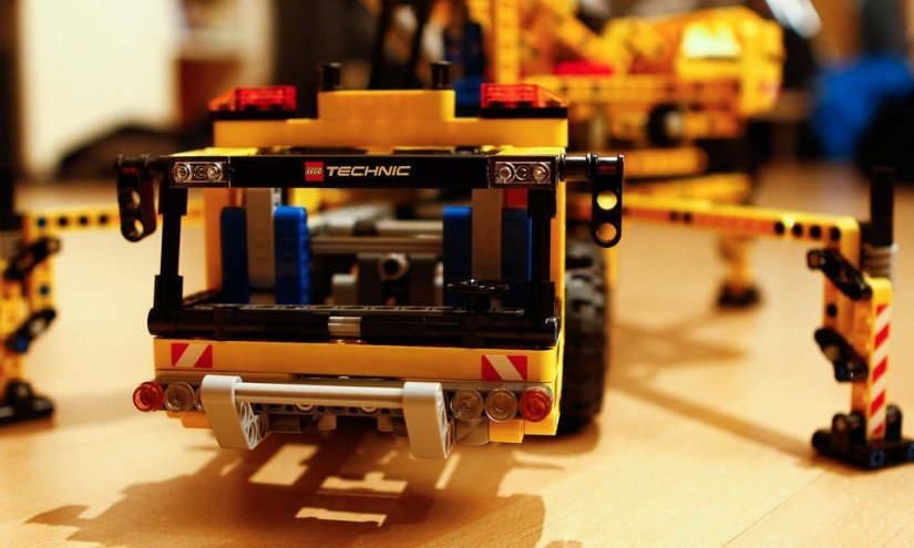7 Incredible Lego Technic Toys for STEM Learning Fun