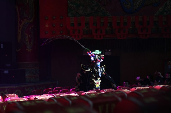 china-urlaub-erfahrungen-peking-drums-bells-tower-theater-artisten-show-11