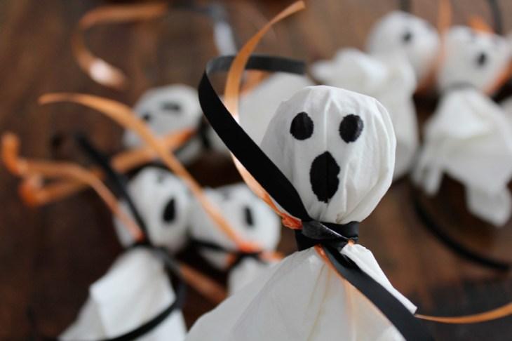 Halloween Süßigkeiten DIY - Geister & Kürbisse aus Lutschern