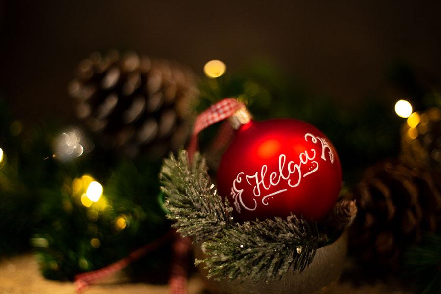Seit Wann Gibt Es Christbaumkugeln.Geschenkidee Weihnachtskugeln Mit Wunschnamen Lettering