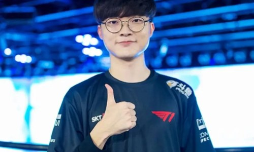 Faker standing for a picture