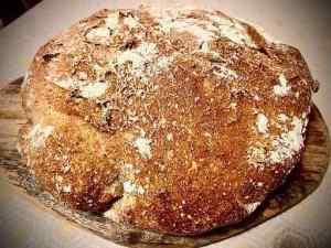 pane senza impasto in tavola