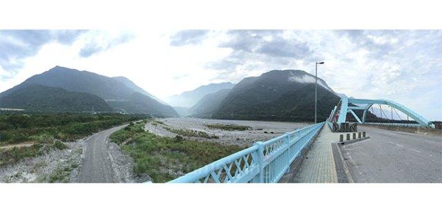 สะพานระหว่างทางไปอุทยานครับ สวยมากๆเลย