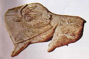 Bisonte in osso intagliato del XIII millennio a.C. Dordogna, La Madaleine