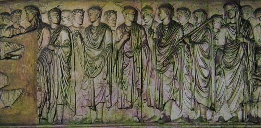 Rilievo con Augusto, i componenti la sua famiglia, littori e sacerdoti. Ara Pacis