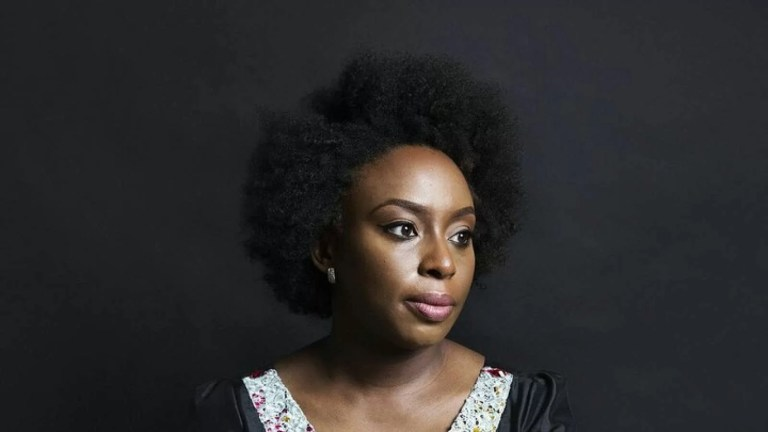 Chimamanda Ngozi Adichie: nuova voce del femminismo contemporaneo