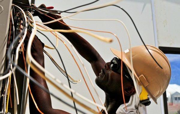 Matériel isolé équipement en hauteur produits isolants pour electricien