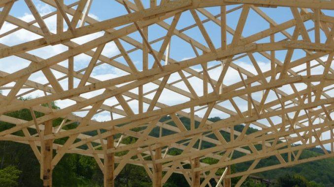Métier charpentier bois ou métallerie travail en hauteur artisan bâtiment BTP