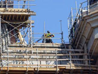 Travail en hauteur et postes à risques bâtiment réglementation btp ouvriers chute accident