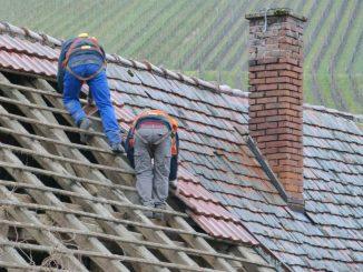 Travaux sur toiture travail en hauteur bâtiment artisan btp
