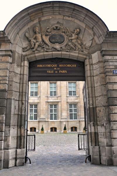 Hôtel Lamoignon now houses the Bibliothéque Historique de la Ville de Paris.
