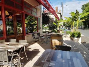 Hotel Cafe De La Gare Hotel In Sainte Foy La Grande