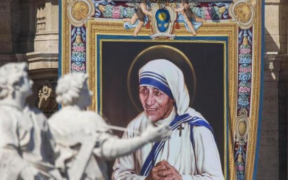Il libro di Gianluigi Nuzzi: «Madre Teresa aveva un maxi-conto allo Ior»
