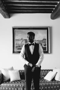 groom portrait in black and white | Villa la palagina resort