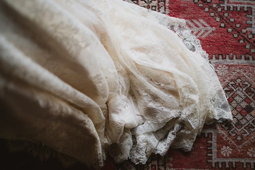 Romantic Italian elopement in Tuscany Photo / Lace Dress