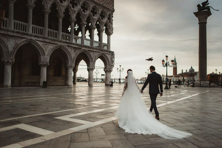 venice wedding photographer / bridal couple walking in Piazza San Marco