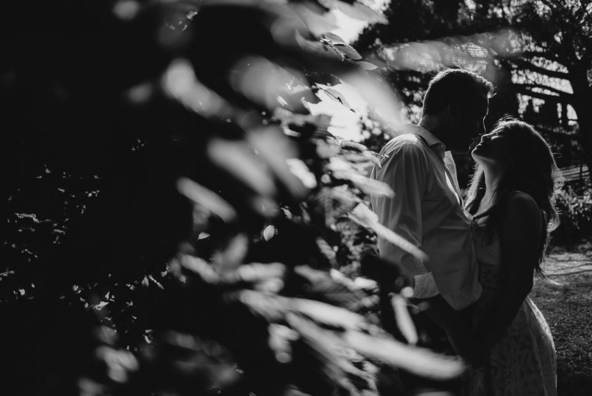 Couple lifestyle portrait photography florence tuscany cuntrysid